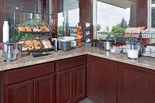 Ramada by Wyndham Spokane Valley - Spokane - Buffet