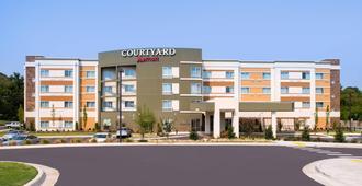 Courtyard Hot Springs - הוט ספרינגס