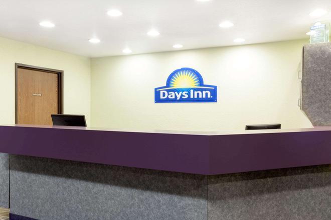 Days Inn by Wyndham Missoula Airport - Missoula - Front desk