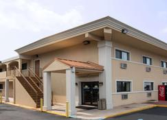 Days Inn by Wyndham Long Island/Copiague - Copiague - Edificio