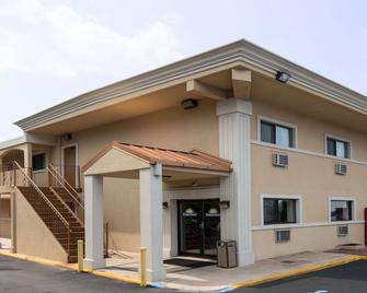 Days Inn by Wyndham Long Island/Copiague - Copiague - Building