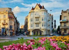Atlas Deluxe - Lviv - Θέα στην ύπαιθρο