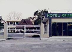 Hotel Xpujil - Xpujil - Building