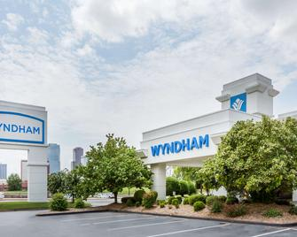Wyndham Riverfront Little Rock - North Little Rock - Building
