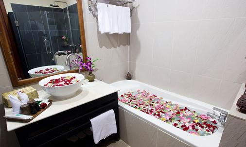 Angkor Heritage Boutique Hotel - Siem Reap - Phòng tắm