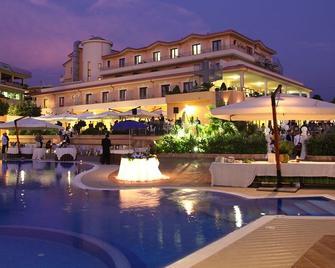 La Felce Imperial Hotel - Diamante - Zwembad