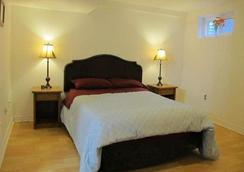 Amanda's Bed & Breakfast - Markham - Bedroom