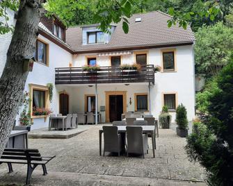 Hotel Pension Bluchersruh - Bad Berneck im Fichtelgebirge - Binnenhof