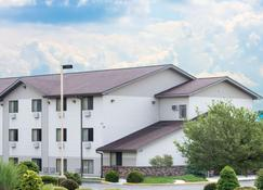 Super 8 by Wyndham Altoona - Altoona - Bâtiment
