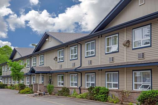 Super 8 by Wyndham Sault Ste Marie On - Sault Ste Marie - Building