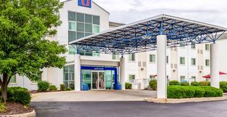 Motel 6 St Louis East - Caseyville, IL - Caseyville - Building