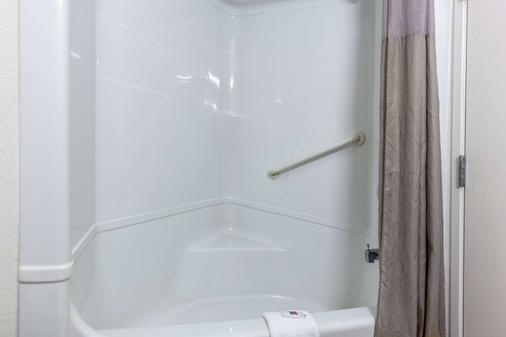 Motel 6 St Louis East - Caseyville, IL - Caseyville - Bathroom