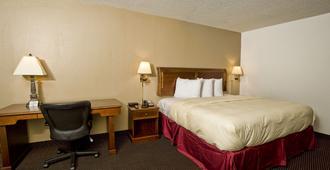 Express Inn & Suites - Palestine - Bedroom