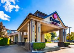 Best Western Premier Plaza Hotel & Conference Center - Puyallup - Building