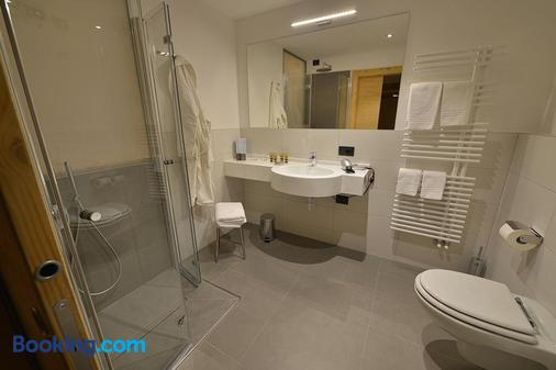 普卡尼維酒店 - 利維尼奧 - 浴室