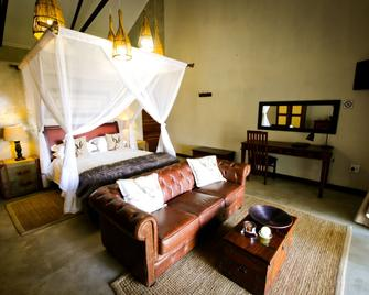Otjiwa Safari Lodge - Otjiwarongo - Bedroom