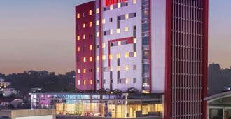 Ibis Manado City Center Boulevard - Manado - Edificio