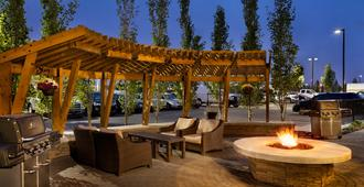 Staybridge Suites West Edmonton - Edmonton - Patio