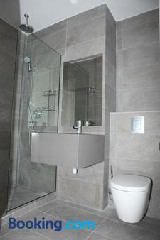 Dionysos Central - Paphos - Bathroom
