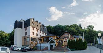 Hotel West - Bratislava - Bygning