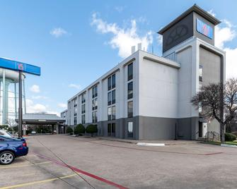 Motel 6 Lewisville, TX – Medical City - Lewisville - Building