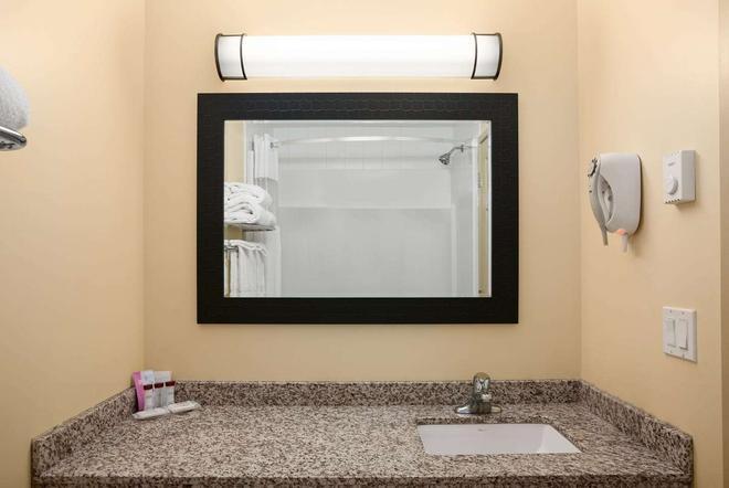 華美達里米特金色酒店 - 哥登 - 戈爾登 - 浴室