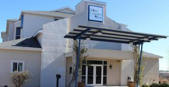Wine Country Inn - Fredericksburg - Building
