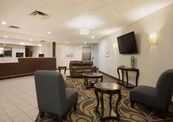 Super 8 by Wyndham Grove City - Grove City - Lobby