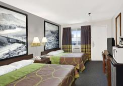 Super 8 by Wyndham Kamloops East - Kamloops - Makuuhuone