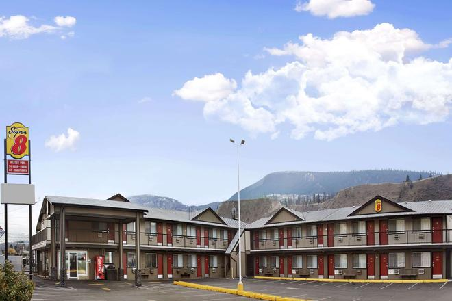 Super 8 by Wyndham Kamloops East - Kamloops - Rakennus
