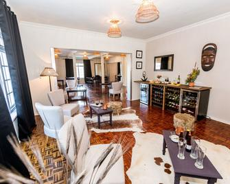 Le Petit Chateau - Durbanville - Living room