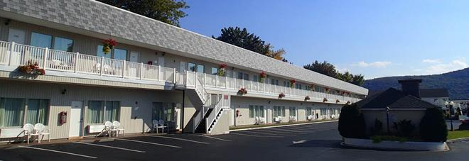 The Georgian Lakeside Resort - Lake George - Budynek