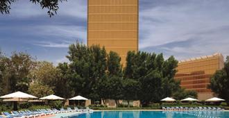 Radisson Blu Hotel, Doha - Doha - Pool