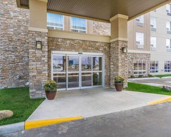 Comfort Inn & Suites Edmonton International Airport - Nisku - Building