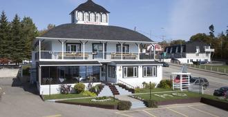 Hotel-Motel Georges - Tadoussac - Gebäude