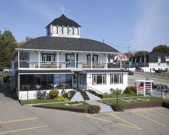 Hotel-Motel Georges - Tadoussac - Building