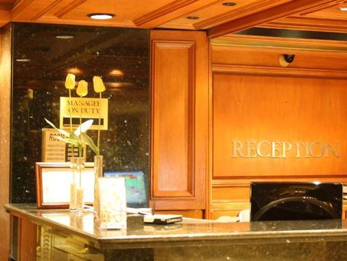 Grand Hotel Beirut - Beirut - Front desk