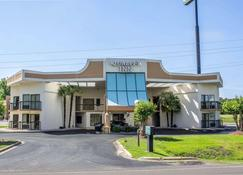 Quality Inn - Selma - Building