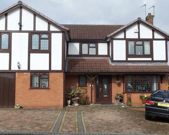 The Cedars House B&B - Nuneaton - Building