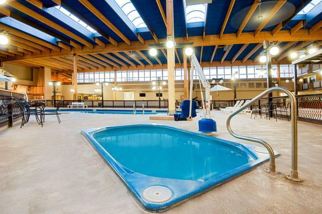 吉列華美達飯店及會議中心 - 吉列 - 游泳池