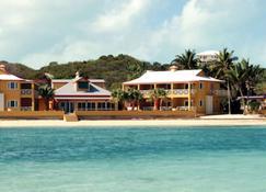 أوجوستا باي - جورج تاون (الباهاماس) - حوض السباحة