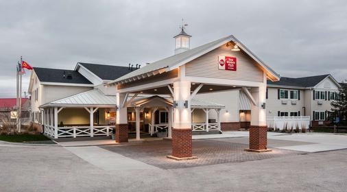 Best Western Plus University Park Inn & Suites - Ames - Toà nhà