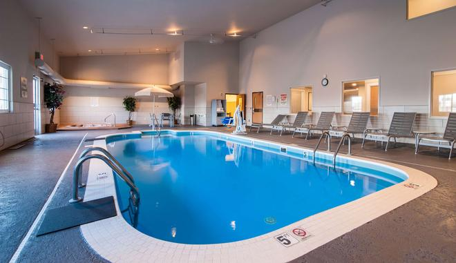 Best Western Plus University Park Inn & Suites - Ames - Pool
