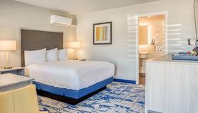 Creekside Inn - Cambria - Bedroom