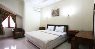 RedDoorz@pondok Pinang 2 - ג'קרטה - חדר שינה