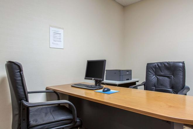 Quality Inn and Suites Danbury near University - Danbury - Liikekeskus