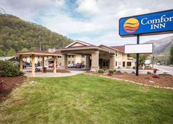 Comfort Inn near Great Smoky Mountain National Park - Maggie Valley - Building