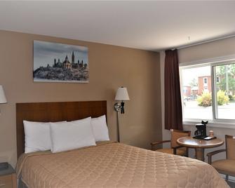 Knights Inn Arnprior - Arnprior - Спальня