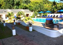 The Britannia Hotel - Grand'Anse Praslin - Havuz