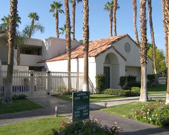 Desert Breezes Resort - Palm Desert - Building